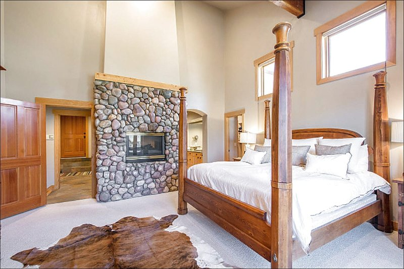 Luxurious Master Bedroom has a King Bed and Gas Fireplace - On Deer Valley Shuttle Route - Beautiful Mountain and Resort Views (25482) - Park City - rentals