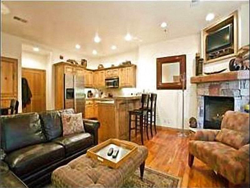 Cheerful Living Room Features a Cozy Gas Fireplace - Scenic Mountain Views - Short Walk to Shops & Restaurants (25576) - Park City - rentals
