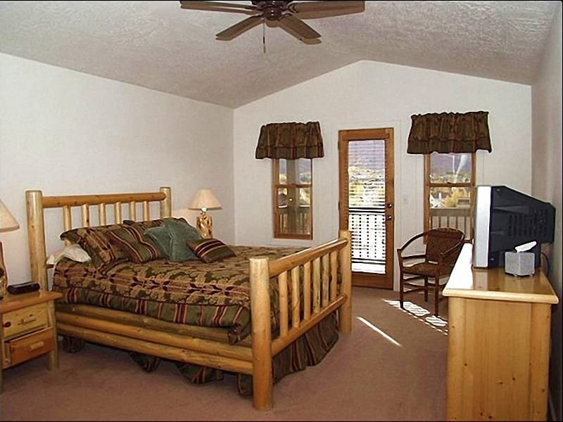 Master Bedroom has a Queen Bed and En Suite Bath - Great Location - Access to Cross Country Ski Trails (2618) - Park City - rentals