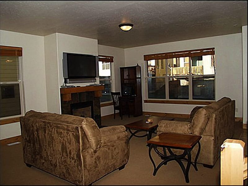 Living Room - Comfortable Furnishings, Open - Fantastic Private Home  - Located in Bear Hollow (2621) - Park City - rentals