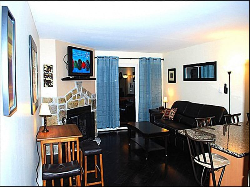 Living Room - Fireplace, Balcony Views of Ski Resort - Convenient, Central Location - Completely Remodeled  (2628) - Park City - rentals