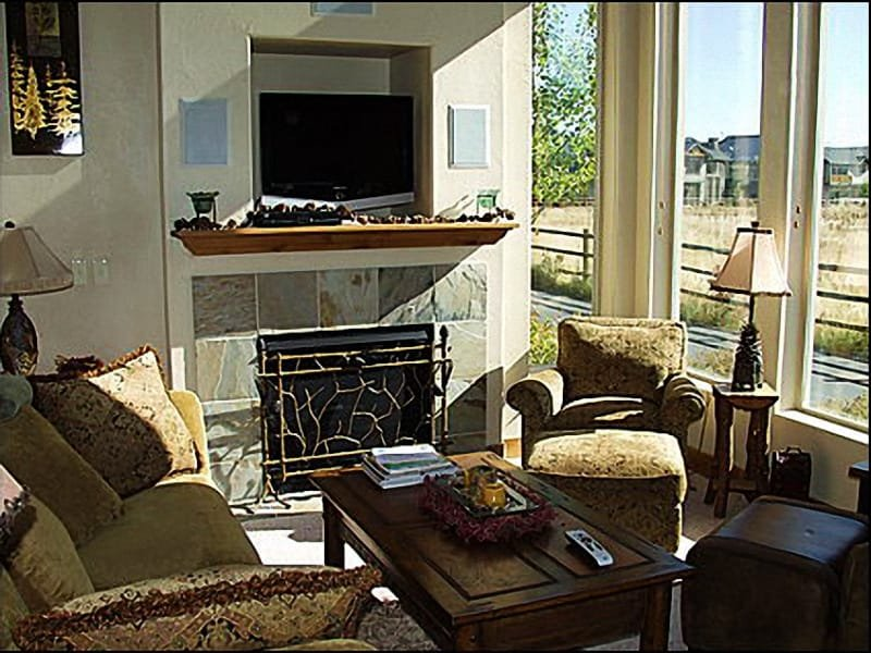 Spacious Living Area - Tastefully Decorated,Comfortable Furnishings - Luxury & Value - Gorgeous Mountain Views (2729) - Park City - rentals
