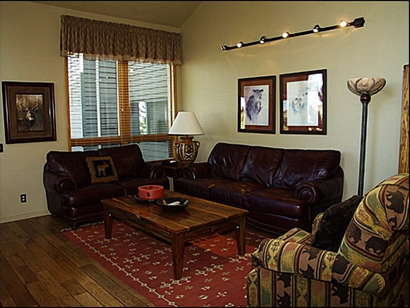 Living Room - Remodeled Spacious Townhome - Mountain Views (3503) - Park City - rentals