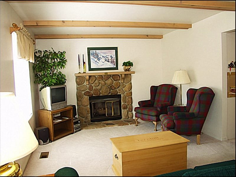 Living Room - Fireplace - Close to the Base of Park City Mountain Resort - Walk to Historic Main Street (3808) - Park City - rentals