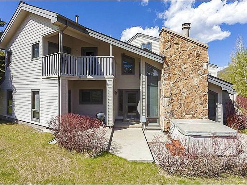 Beautiful Exterior Summer View - Perfect for Large Family Gatherings - Close to Local Shops and Activities (7269) - Park City - rentals