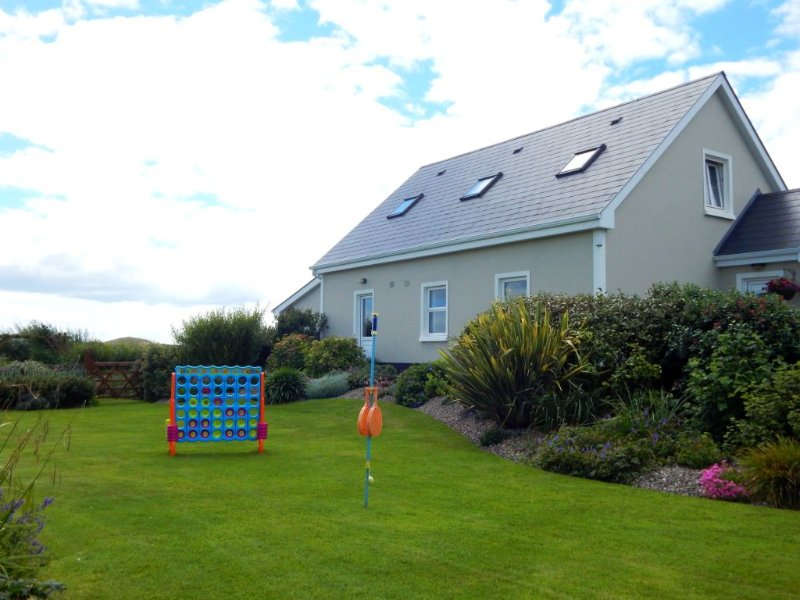 Landscaped garden with swingball and 4 in a row garden games - Sandhills House, Doughmore, Doonbeg, Co. Clare - Doonbeg - rentals