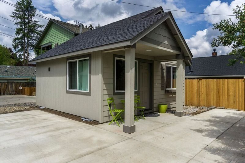 Fantastic Location!! 1 Block from the River, 1 Block from Drake Park, 1 BR 1 BA Cottage - Image 1 - Bend - rentals