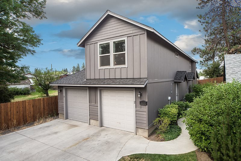 Bend Centrally located. 3 BR, 2 BA. Upstairs unit. Heyburn Street #2 - Image 1 - Bend - rentals