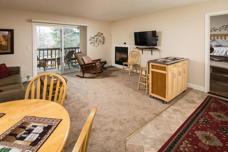 Bend Downtown Condo, Walk Along the River, Peaceful and Beautiful - Image 1 - Bend - rentals