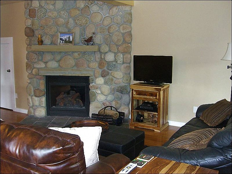 Living Room Features Leather Furnishings, a Flat-Screen TV, and Fireplace - Newly Remodeled & Inviting Townhouse - Incredible Views of Mt. Crested Butte (1377) - Crested Butte - rentals