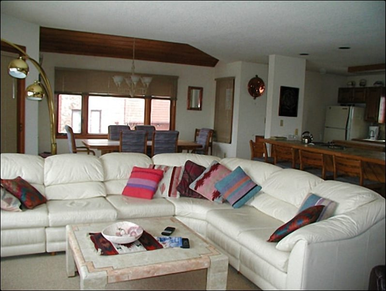 Living Room Features Plenty of Seating and a Fireplace - Close to the Golf Course - Beautiful Southwest Decor Throughout (1401) - Crested Butte - rentals