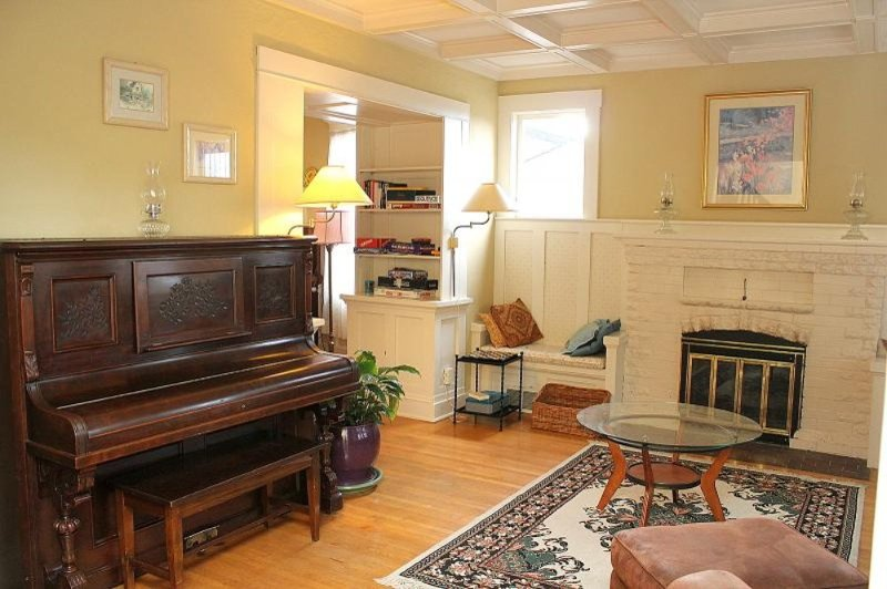 Beautiful 3 Bed 1.5 Bath Apartment - Image 1 - Long Island City - rentals