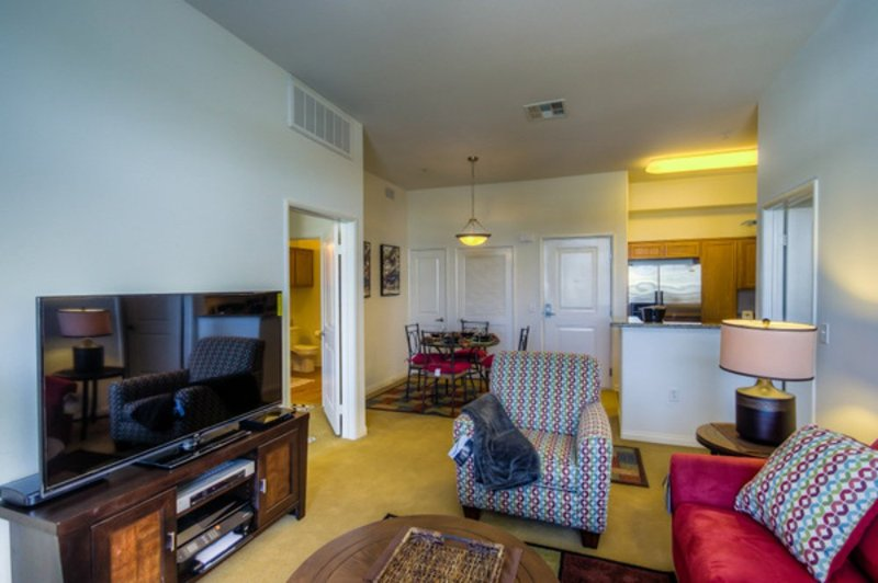 LOVELY AND SPACIOUS 2 BEDROOM, 2 BATHROOM APARTMENT - Image 1 - Los Angeles - rentals