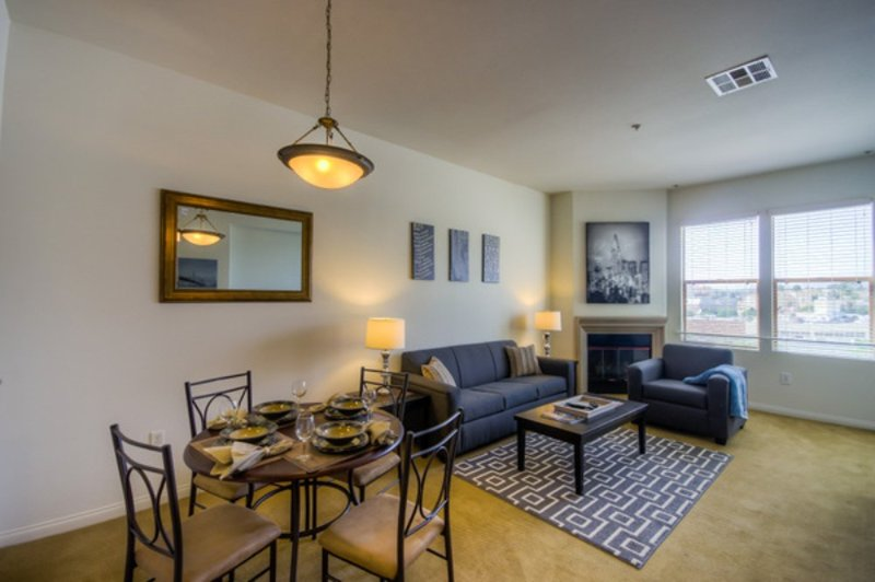 CLEAN AND WELL-APPOINTED 1 BEDROOM, 1 BATHROOM APARTMENT - Image 1 - Alameda - rentals