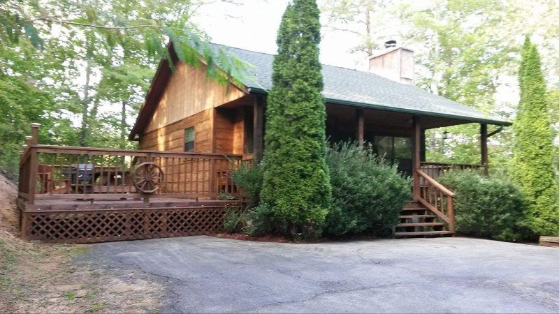 New deck! Come relax with us! - Best little cabin around! - Gatlinburg - rentals