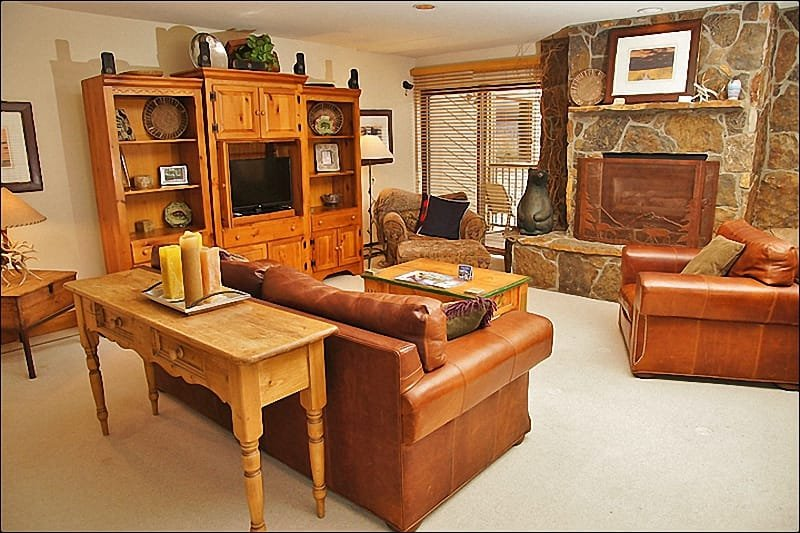 Living Room with Leather Furniture, Fireplace, HDTV, Stereo, DVD Player - Steps from Ski Slopes - Perfect for 3 Couples  (1517) - Steamboat Springs - rentals