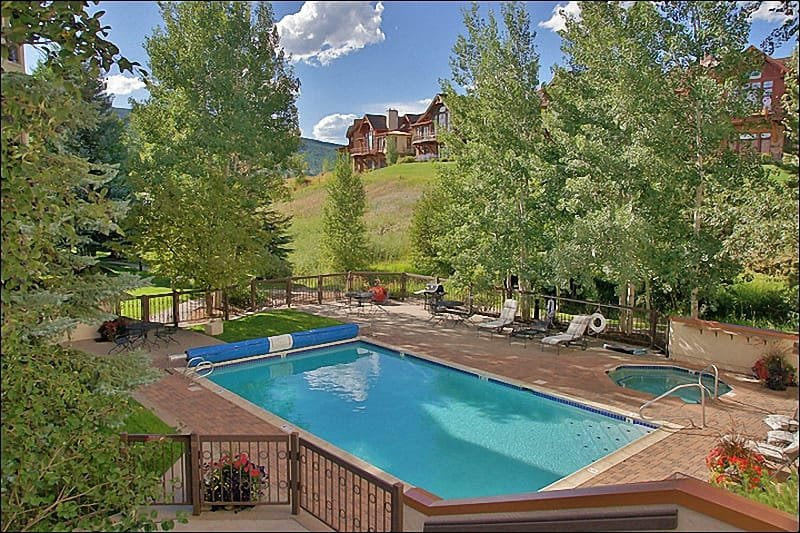 Large Heated Pool & Hot Tub with Sunbathing furniture & Gas Grill - Weekly and Weekday Discounts Available - Perfect for Groups of 8 to 12 (2044) - Steamboat Springs - rentals