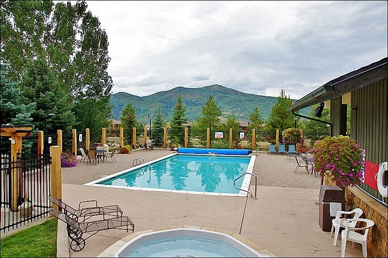 Large Heated Pool & Sunbathing with mature landscaping & views! - Heated Pool & Hot Tubs, Gas & Charcoal Grills - Ground Floor Unit right by the Pool (4106) - Steamboat Springs - rentals