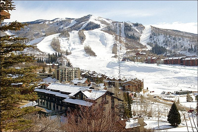 It is only about 100 yards between the building and the Ski Slopes! - Top Floor Unit with Beautiful Panoramic Views - Virtually Ski In Ski Out - 100 yards to Slopes (4595) - Steamboat Springs - rentals