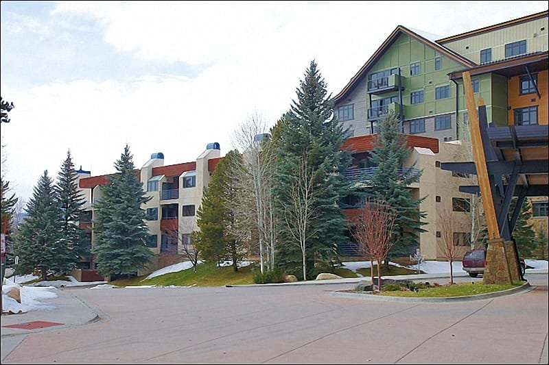 Exterior View of the building from the Ski In Access Area. - 75 STEPS TO THE GONDOLA - SUMMER WEEKLY RATE $1500 (4726) - Steamboat Springs - rentals