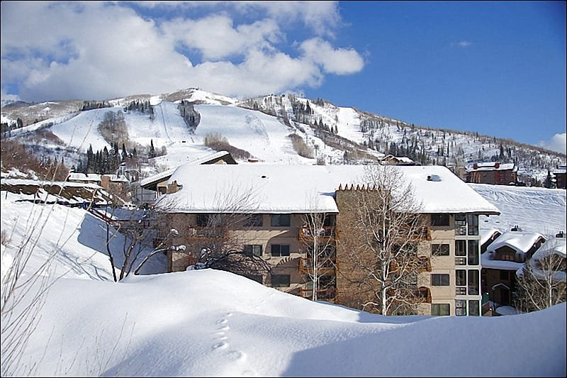 Exterior View of this Ski-In location at the base of the Steamboat Ski Resort. - Great Location by slopes & shops - Steam Shower in Unit (5441) - Steamboat Springs - rentals