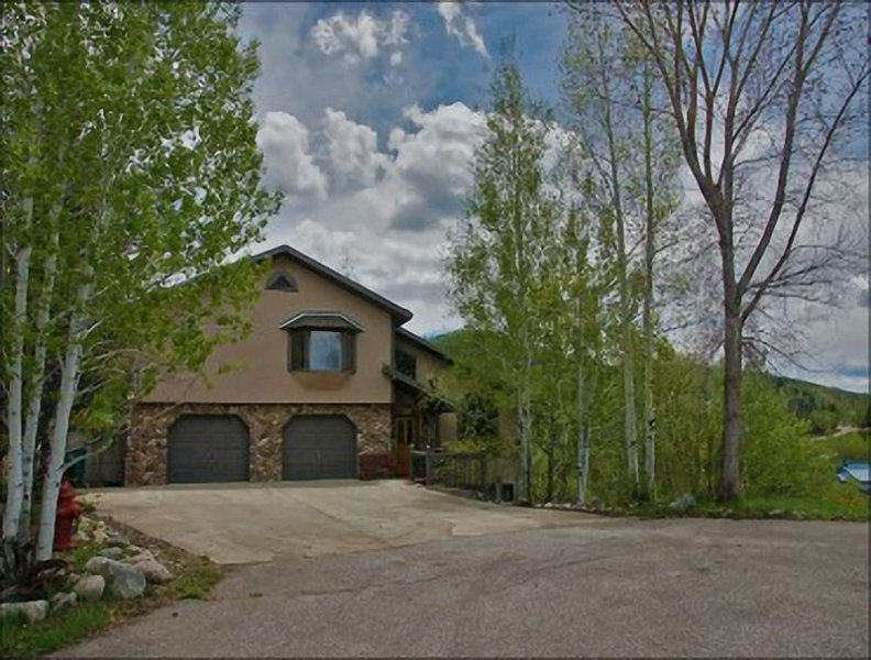 Exterior View of this deceivingly large private home - Large Private Home - 3 Living Rooms - Great Views of the Flat Top Wilderness (5994) - Steamboat Springs - rentals