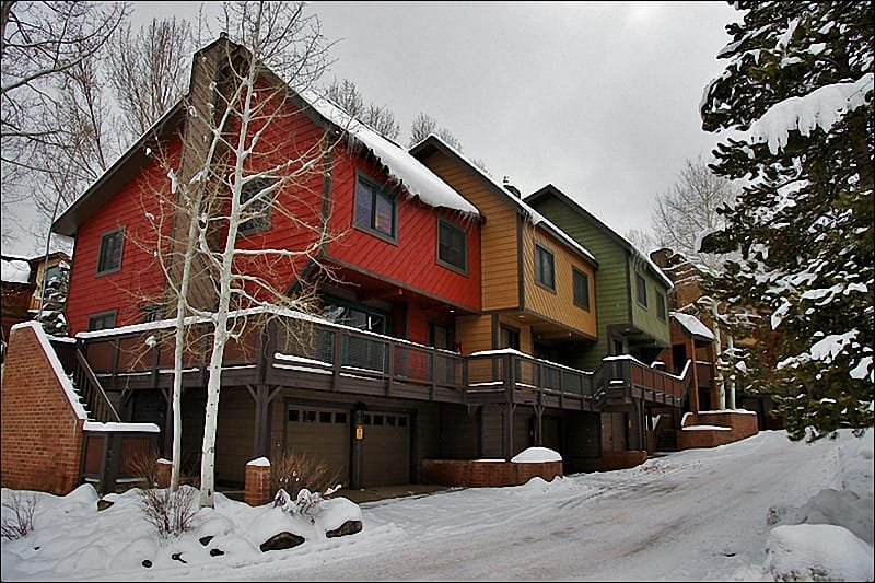 Large, multi-level townhome located within walking distance of the ski slopes. - Walk or Ride the Shuttle to the Slopes - Beautifully Renovated & Remodeled Throughout (6324) - Steamboat Springs - rentals