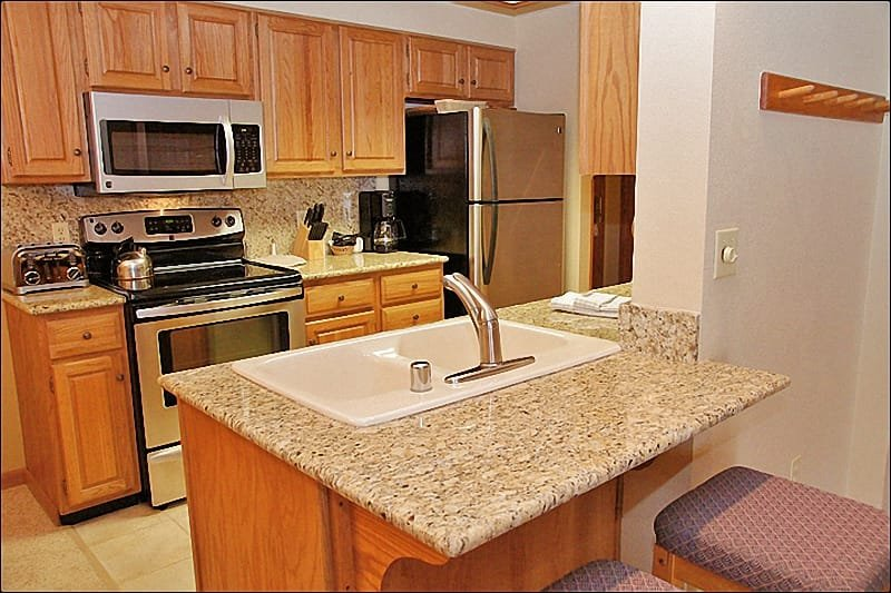 Fully Equipped Kitchen with Granite & Stainless Steel - Ultimate SKI IN SKI OUT Resort Location - Kitchen & Bathrooms Recently Remodeled  (5784) - Steamboat Springs - rentals