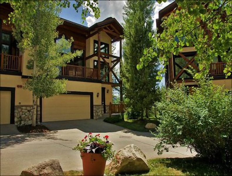 Exterior View of this large end unit townhome - Private Shuttle and City Shuttle Service - Quiet End Unit with 3 Decks (8378) - Steamboat Springs - rentals