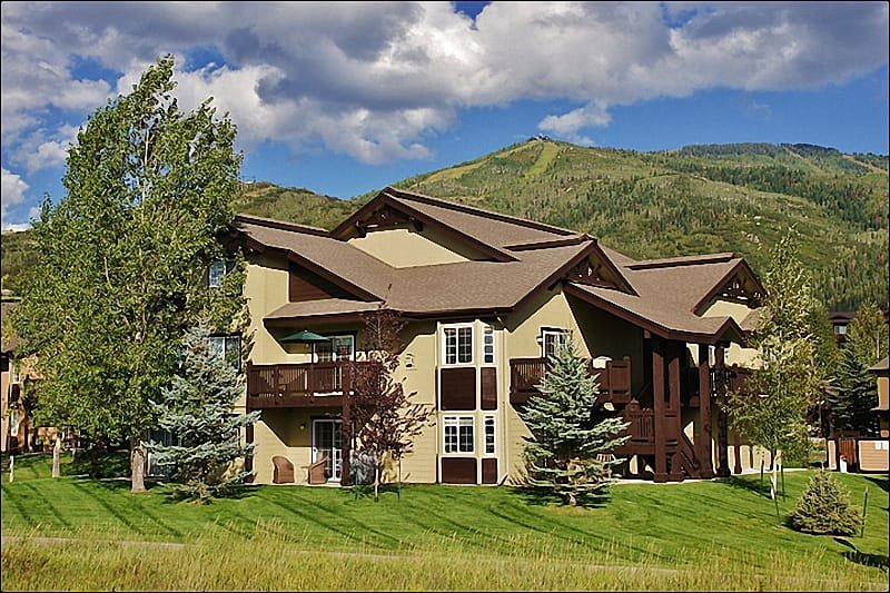 Exterior View of the Condo Building with Mt Werner above. - Affordable Condo, Nice Quality & Location - Family Friendly Neighborhood (8445) - Steamboat Springs - rentals