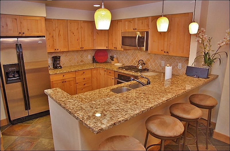 Beautiful Kitchen & Bar with Granite, Slate, & Stainless Steel. - Private Shuttle & Concierge Services - Indoor & Outdoor Pools & Hot Tubs (9920) - Steamboat Springs - rentals