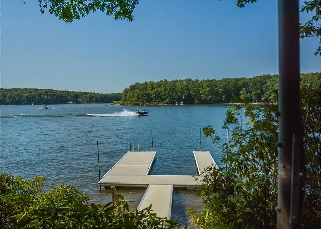 Dock - Wonderful 5 Bedroom Lakefront home with outdoor hot tub & private dock! - Oakland - rentals
