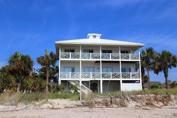 "202 Palmetto Blvd - ""Island Manor"" - Image 1 - Edisto Beach - rentals"