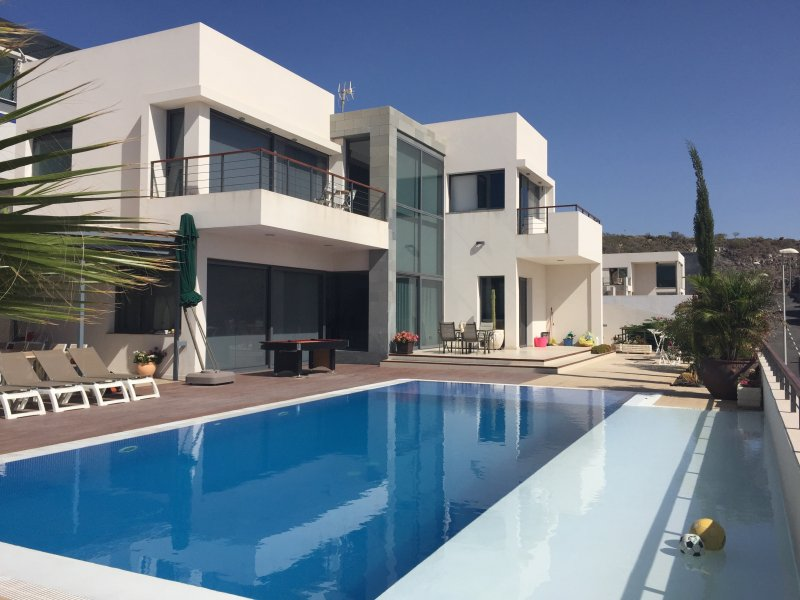 Private villa with pool and sundeck - 6 Bedroom Private Villa With Garden & Heated Pool - Adeje - rentals
