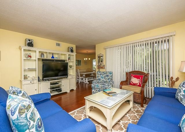 Living Area - 2311 Racquet Club-Beautiful 1st floor flat quick walk to Harbour Town! - Hilton Head - rentals
