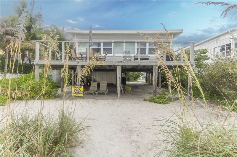 Sandy Toes Cottage, 2 Bedrooms, Beach Front, WiFi, Sleeps 6 - Image 1 - Fort Myers Beach - rentals