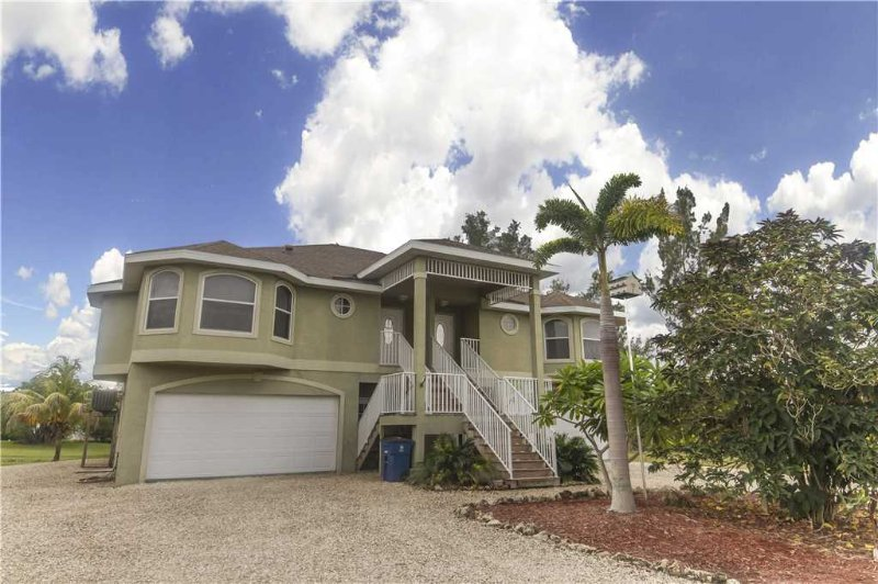 Paradise Palms West #2, 4 Bedrooms, Walk to Beach, Pet Friendly, Sleeps 8 - Image 1 - Fort Myers Beach - rentals