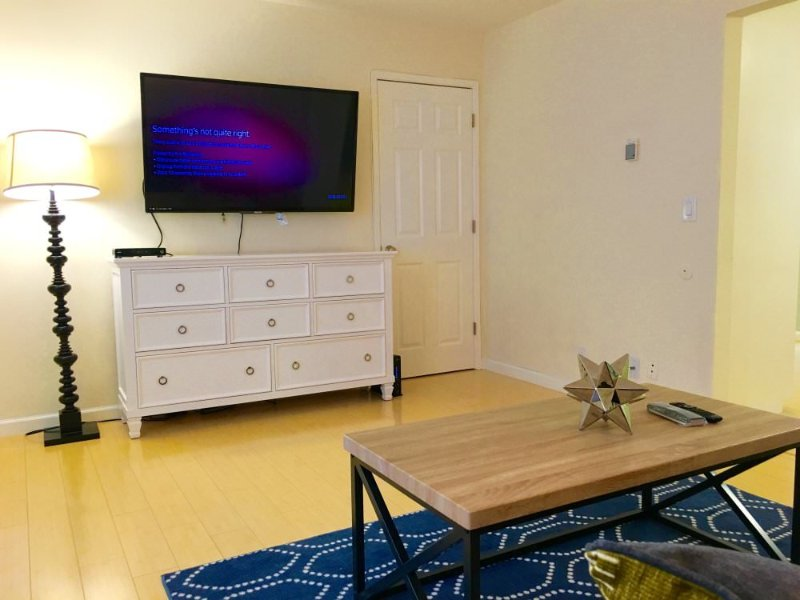 1 Bedroom Apartment in Mountain View Village - Dedicated Parking - Image 1 - Mountain View - rentals
