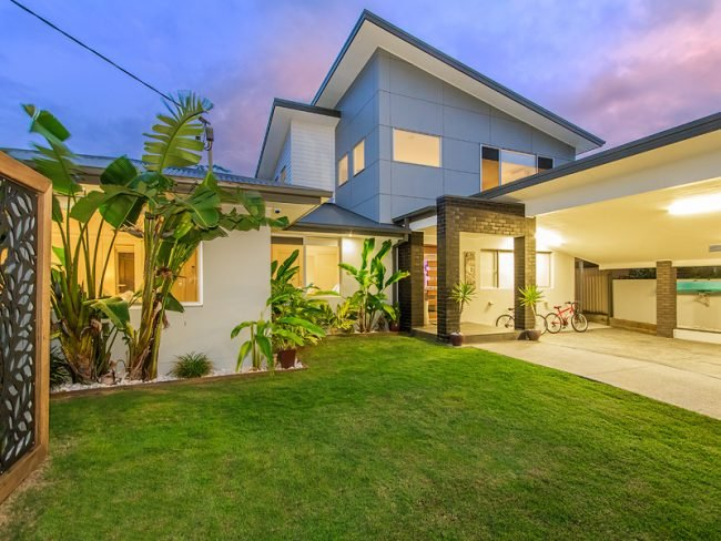 SANDPIPER at BURLEIGH - Heated Pool / Walk to Restaurants - Image 1 - Burleigh Waters - rentals