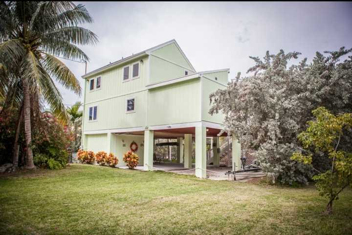 Beautiful waterfront 3 bedroom/ 2 bathroom home. - **Fall Promo** Gorgeous Keys Waterfront Home with Private Dock & Ramp - Islamorada - rentals