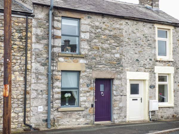 BANK END COTTAGE, close to amenities, countryside location, great base for walking, Ingleton, Ref 932598 - Image 1 - Ingleton - rentals