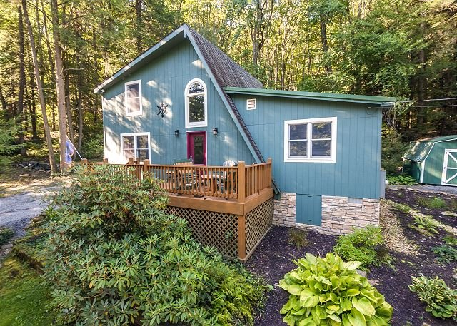 Exterior - Picturesque 2 Bedroom Cottage in peaceful setting! - Oakland - rentals
