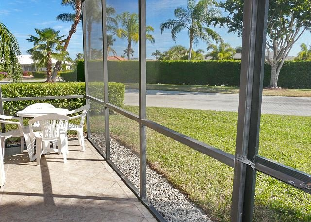 Peaceful condo w/ two heated pools, walk to Resident's beach & restaurants - Image 1 - Marco Island - rentals