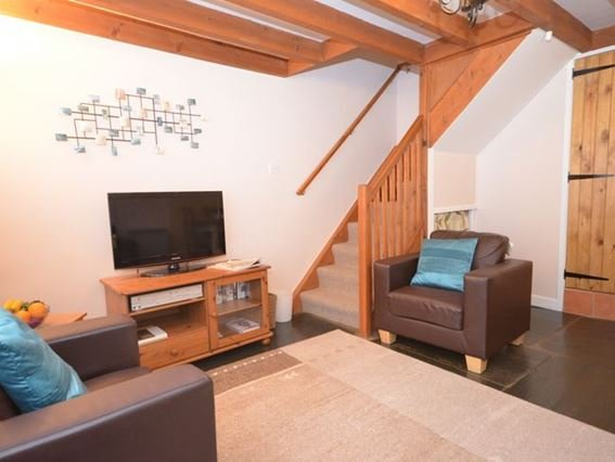 Lounge area with exposed beams and slate floors - LEVCI - Cornwall - rentals