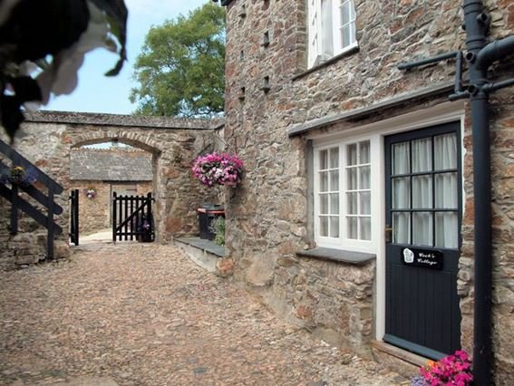 The property is accessed via a cobbled courtyard - LEVST - Cornwall - rentals
