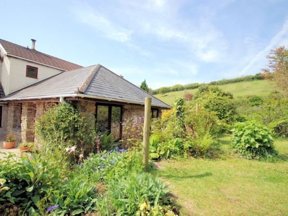 View towards the cottage with enclosed garden - LRORE - Lanlivery - rentals