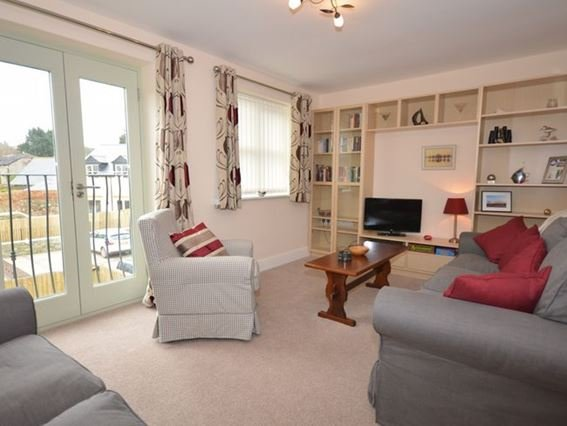 Lounge with Juliet balcony, on the middle floor - OLDMW - Watchet - rentals