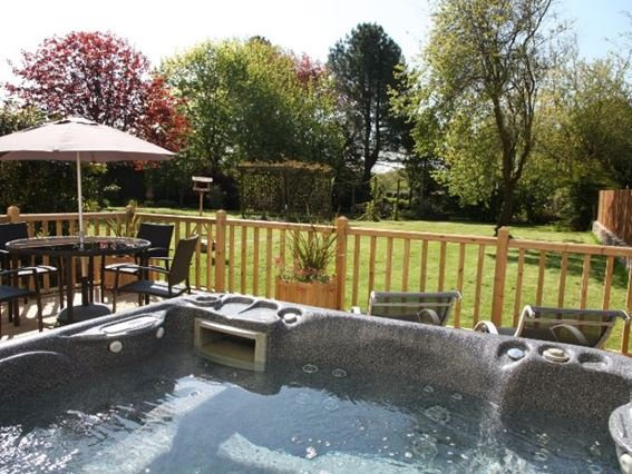 Hot tub and seating area - NORWO - Newton Tracey - rentals