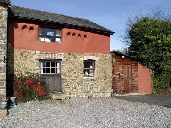 The property has an enclosed garden to the rear - BEARS - Devon - rentals