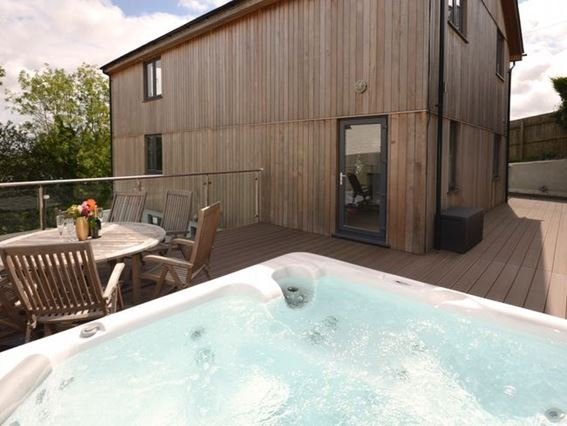 Fantastic enclosed decked area with hot tub and seating - MINES - Cornwall - rentals